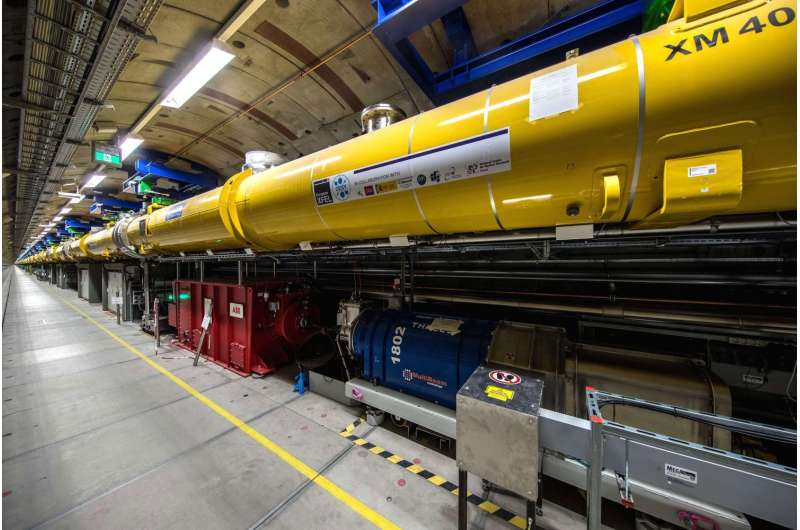 Biggest X-ray laser in the world generates its first laser light