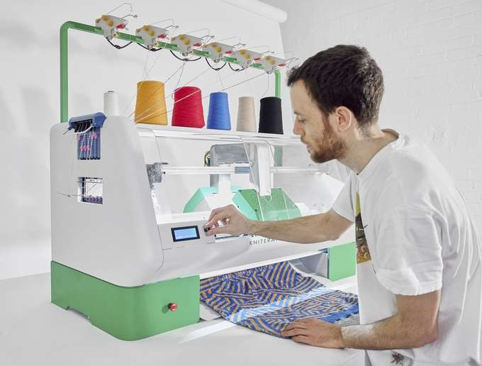 Kniterate team wants to turn knitwear page with a digital machine