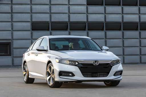 Midsize match-up: Edmunds sizes up Camry versus Accord