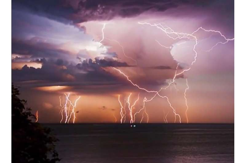 Study Confirms Lightning More Powerful Over Ocean Than Land