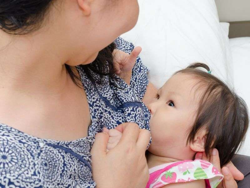 Breast-feeding lowers mom's breast cancer risk: study