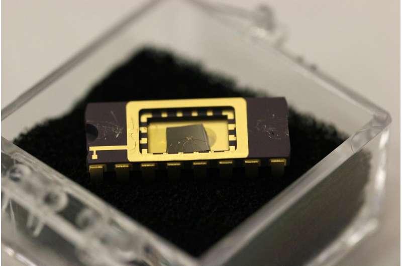 Graphene 'phototransistor' promising for optical technologies