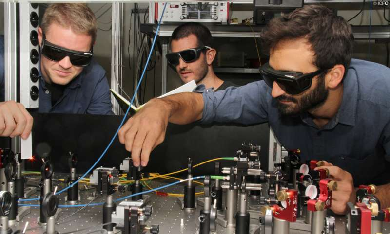 Quantum internet goes hybrid