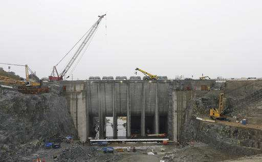 Two dams illustrate challenge of maintaining older designs