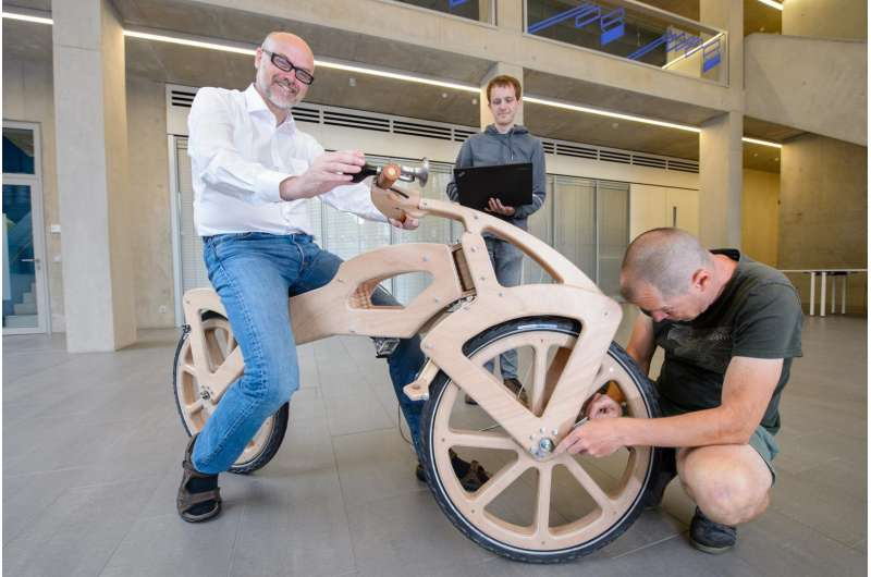200 years of the bicycle: Saarbrücken computer scientists electrify historic 'dandy horse'