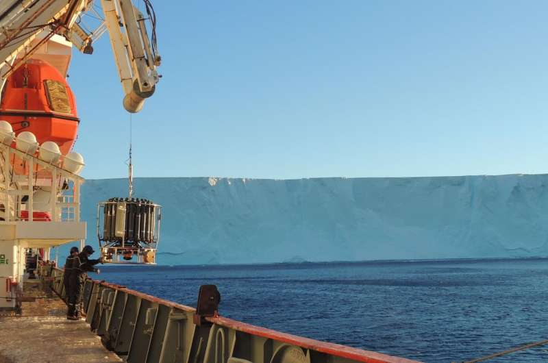 Scientists unravel the process of meltwater in ocean depths