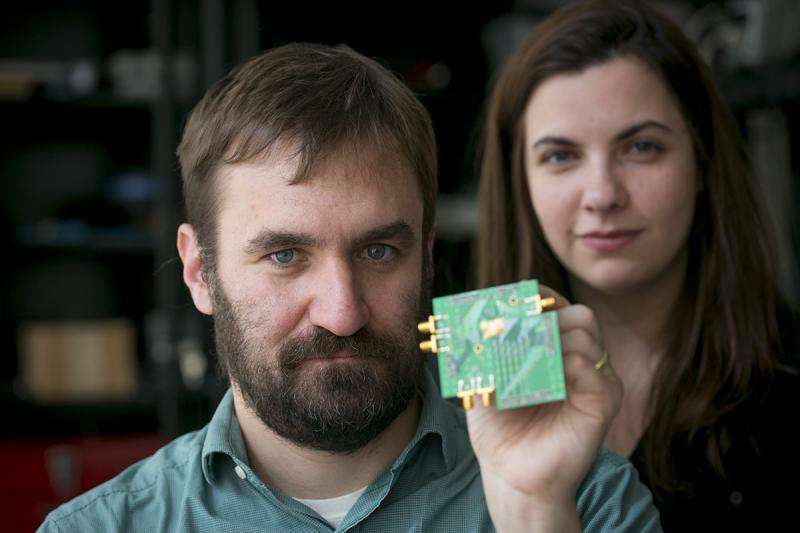 Engineers devise two-way radio on a single chip