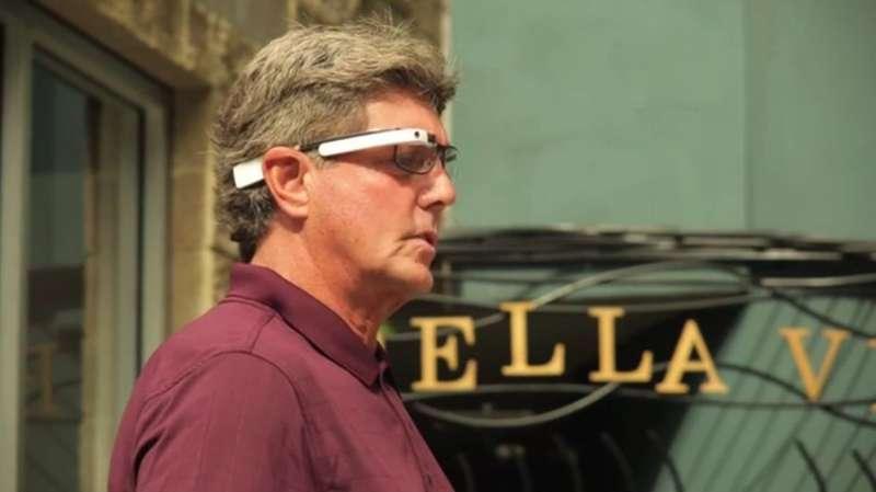 Visual interpreter for the blind uses smart glasses