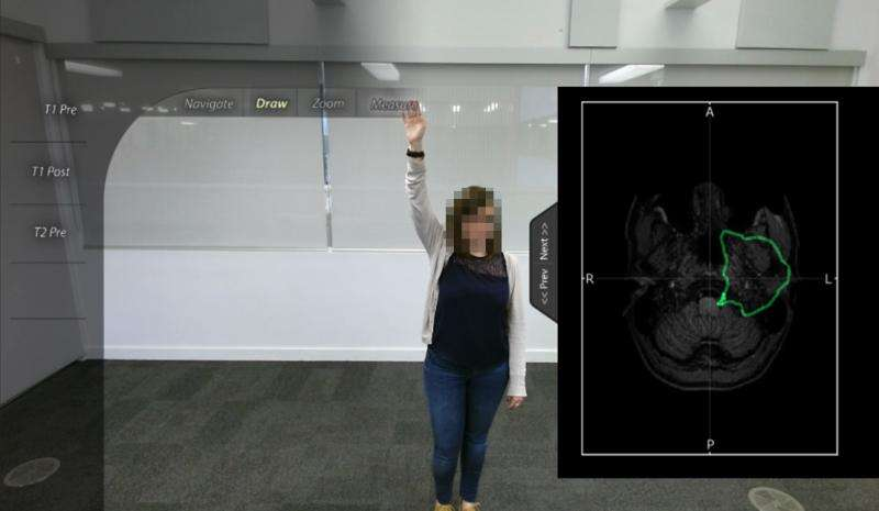 Augmented Reality system to help medical professionals