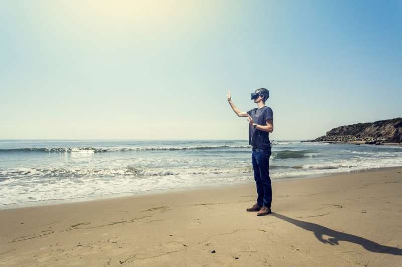 Biologist examines the benefits and drawbacks of virtual and augmented reality in teaching environmental science