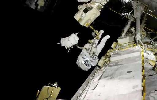 Spacewalking astronaut copes with frayed tether, bad jetpack (Update)