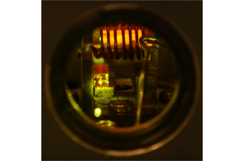 A network of crystals for long-distance quantum communication