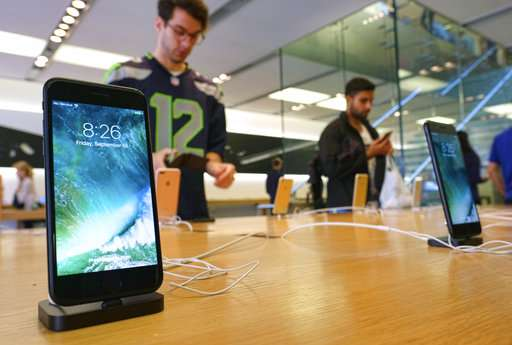Apple, Qualcomm spat intensifies, manufacturers drawn in