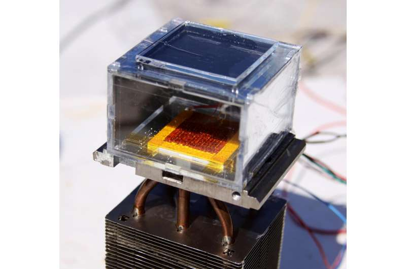 Device pulls water from dry air, powered only by the sun