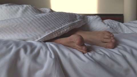 Duration of sleep increases and sleeping difficulties decrease after retirement