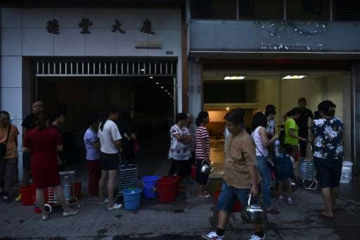 Electricity and water were cut off for parts of Macau when Typhoon Hato swept through, with queues forming for drinking water mo