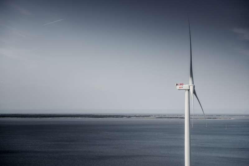 Giant wind turbine breaks 24-hour power record