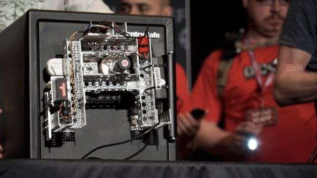 How a budget-friendly robot pleased the audience at DefCon (and cracked a safe)