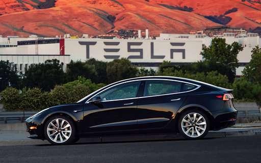In push to get Model 3 to masses, Tesla starts raising cash