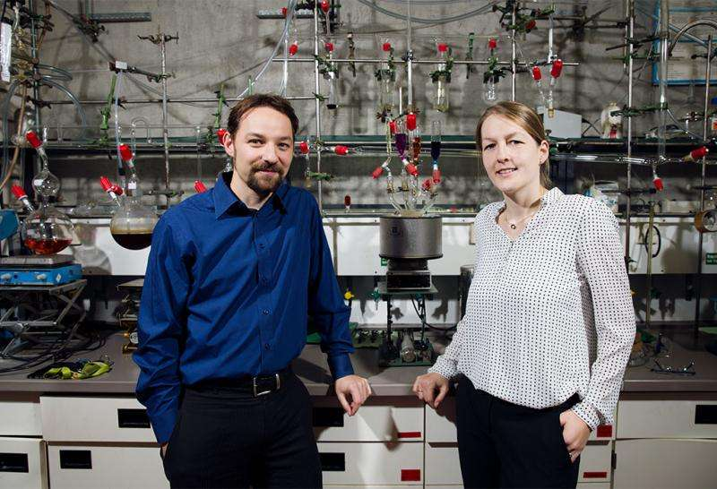 Intelligent synthetic materials that respond to external stimuli