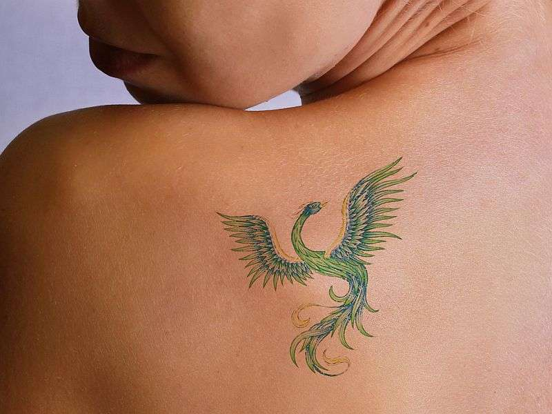 Isotretinoin may impair wound healing after tattoo