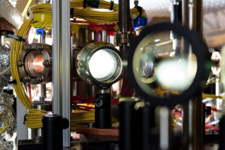 Looking for entangled atoms in a Bose-Einstein condensate
