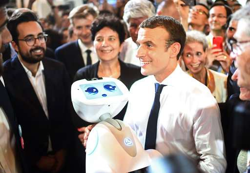 Macron woos tech world, pledges French 'startup nation'