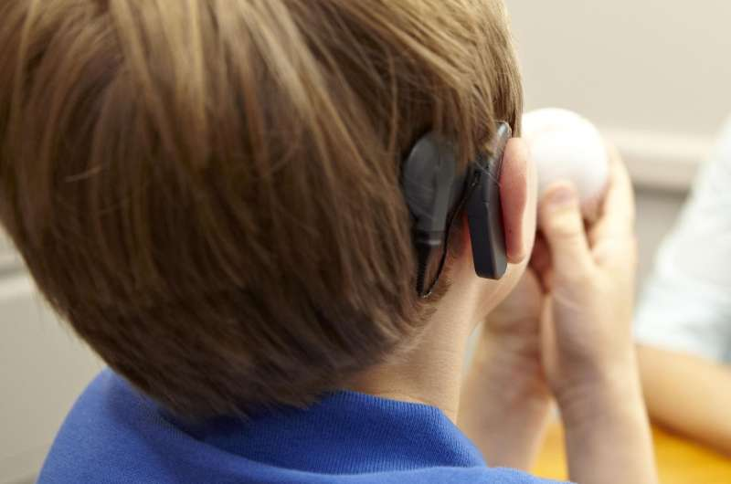 Oral communication provides better outcomes for children with cochlear implants