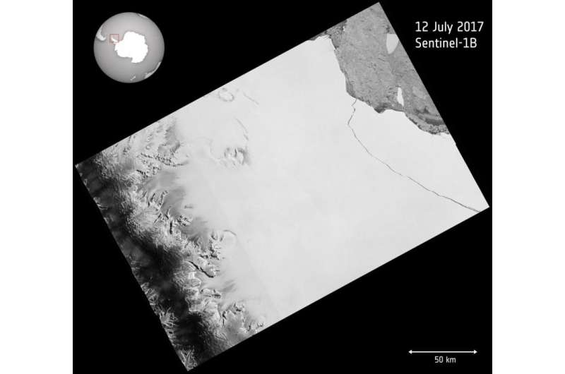 Sentinel satellite captures birth of behemoth iceberg