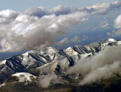 Slower snowmelt in a warming world
