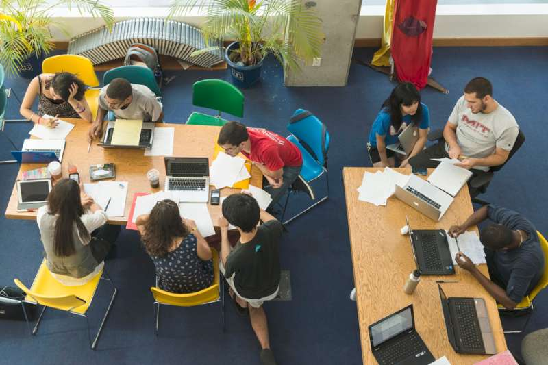 Study: Being near colleagues helps cross-disciplinary research on papers and patents