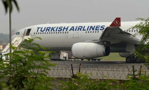 Turkish Airlines is to offer laptops to business class passengers travelling to the US and Britain