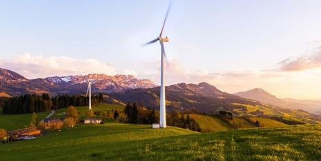 Unbalanced wind farm planning exacerbates fluctuations