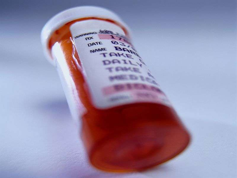 U.S. doctors still writing too many opioid prescriptions