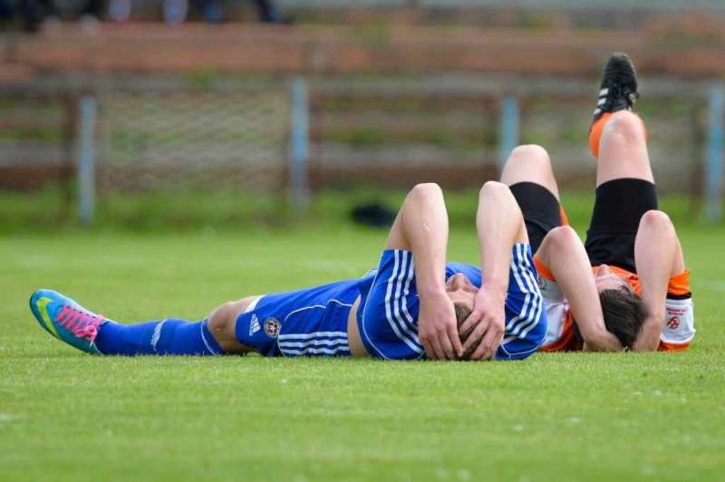 What do high school athletes, their parents and coaches know about concussion?
