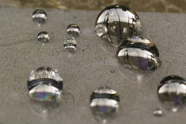 A new approach to liquid-repelling surfaces