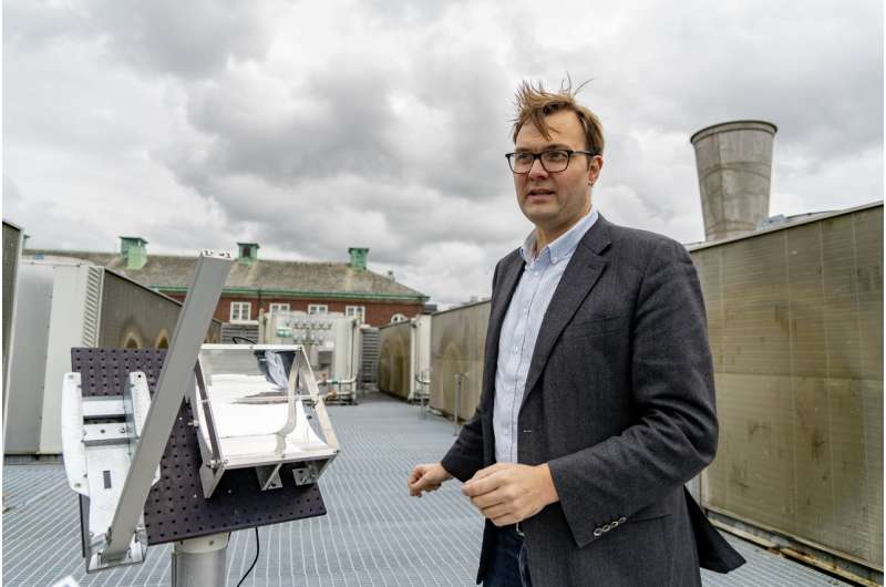 Emissions-free energy system saves heat from the summer sun for winter