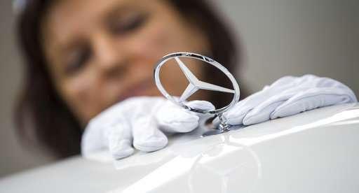 Profitable Daimler expects heavy spending on new tech