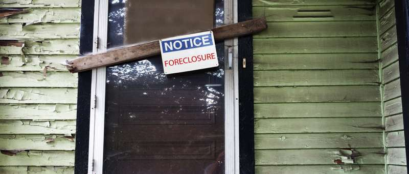 Study suggests social workers could help families navigate foreclosure, protect the American Dream