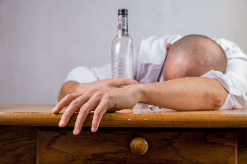 Clinical trial shows alcohol use disorder recovery can start without sobriety thumbnail