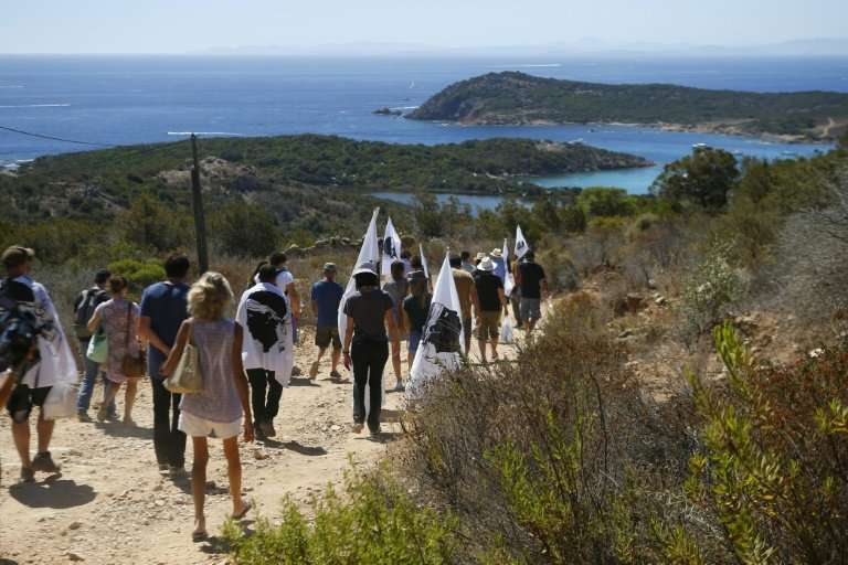 Protesters in Corsica demonstrate against a court decision not to destroy houses built on the protected site of Rondinara beach