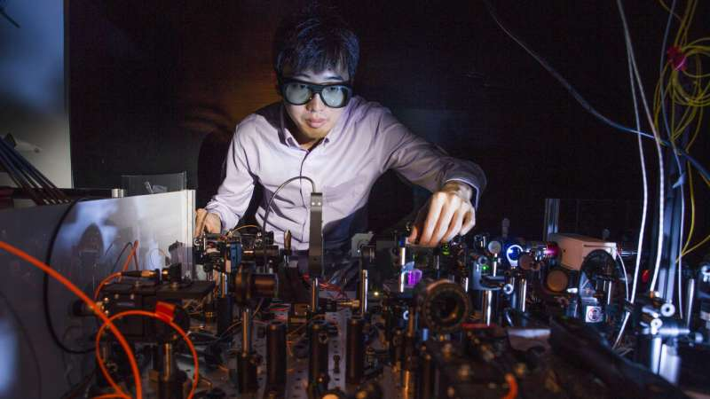 Tiny camera lens may help link quantum computers to network