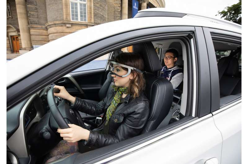 More than half of drivers don't look for cyclists and pedestrians before turning right