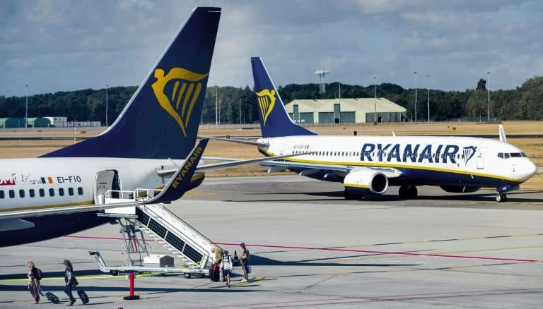 Ryanair pilots in the Netherlands are resisting the airline's bid to force them to transfer abroad
