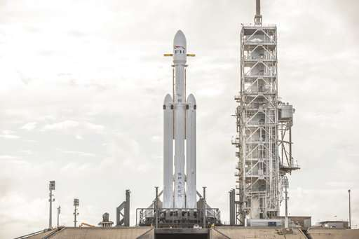 SpaceX fires engines on big new rocket in launch pad test