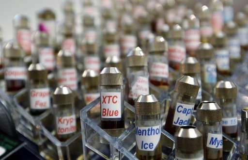 US officials call teen vaping 'epidemic,' weigh flavor ban