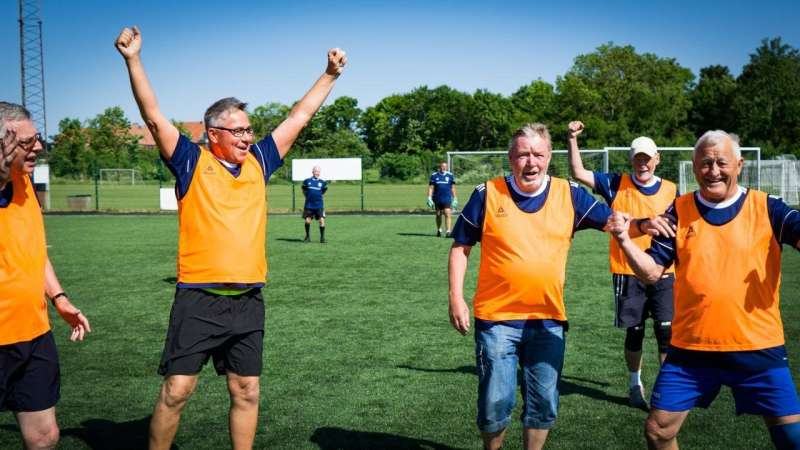 55- to 70-year-old women and men with prediabetes get stronger bones with football training