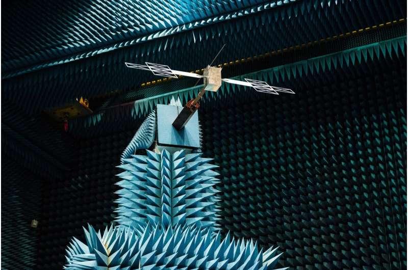 Image: Testing the radar antenna for Juice spacecraft
