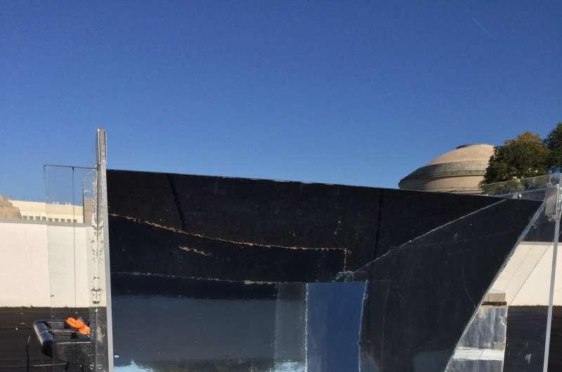 Sun-soaking device turns water into superheated steam