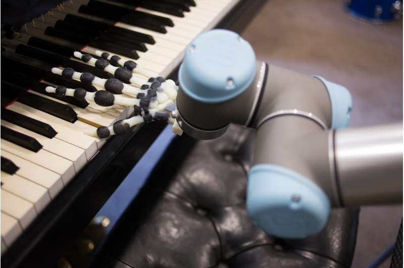 3-D-printed robot hand plays the piano